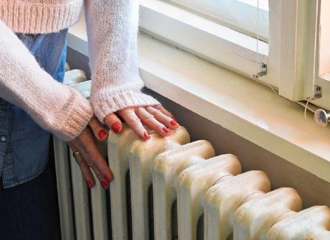 Con il trucchetto del pannello in carta stagnola prima di riaccendere i riscaldamenti, risparmierai sulla bolletta